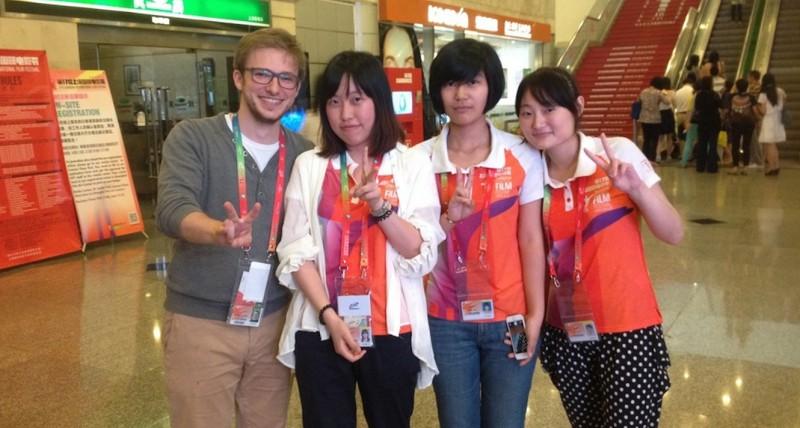 Ein Foto von mir zusammen mit den sympathischen, freiwilligen Helfern